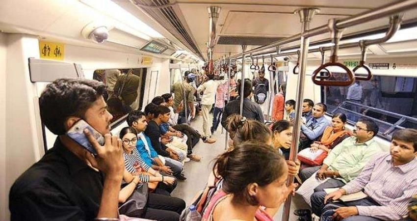 indecent act with girl in delhi metro