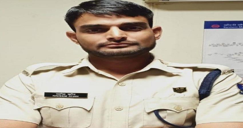 cisf-nabbed-a-man-posing-as-constable-of-crpf-at-chandni-chowk-metro-station