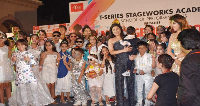 tulsi kumar attend kids fashion show at noida film city