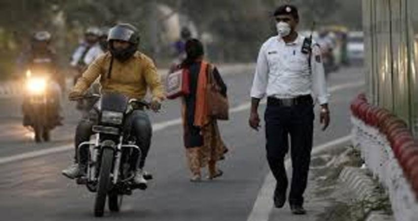 drunk man hit traffic police officer near in bawana