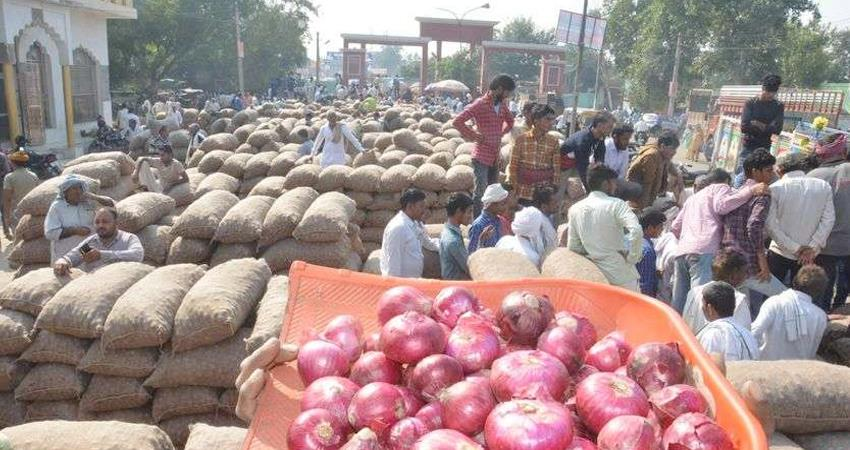 onion-prices-are-crying-in-the-country-pakistan-is-putting-hindrance-in-imports-prshnt