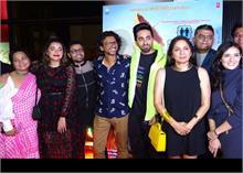 वाइफ ताहिरा के बर्थडे पर आयुष्मान ने रखी अपनी फिल्म के ट्रेलर की सक्सेस पार्टी, देखें Photos
