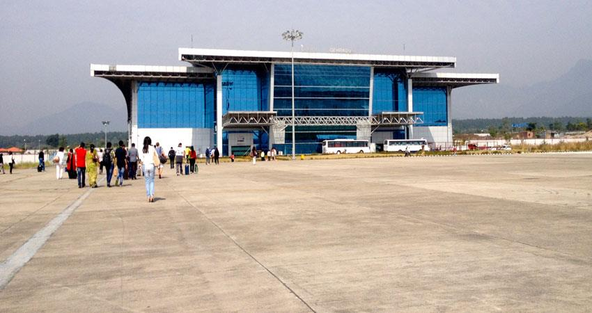 hundreds of laborers at dehradun airport to return home musrnt