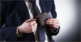 अपनी जन्म की तारीख के अनुसार पॉकेट में रखें इस रंग का पर्स, होगा धन लाभ