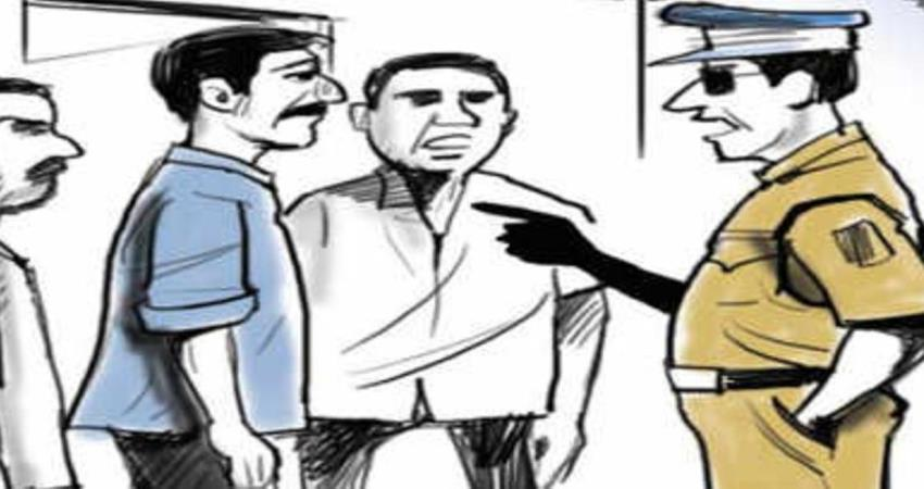 fraud of lakhs from businessmen by becoming fake policemen