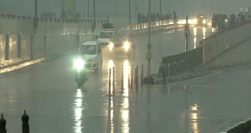 in delhi ncr, due to heavy rain shadows are dark during the day people enjoy the weekend albsnt