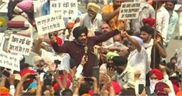किसान बिल के खिलाफ हल्ला बोलते हुए लंबे सियासी ब्रेक से लौटे नवजोत सिंह सिद्धू