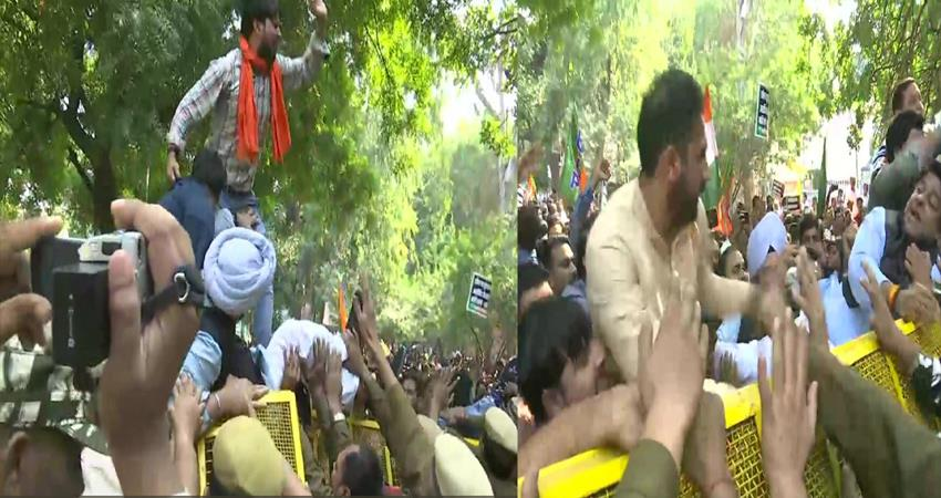 bjp-workers-leaders-holds-protest-outside-aap-office-rafale-verdict
