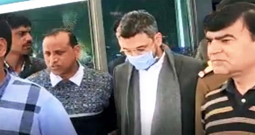 delhi police arrest sanjeev chawla from london