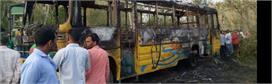 सिडकुल की एल्प्स की बस हाईटेंशन से टकराई, 50 पर आफत, 10 झुलसे, एक की मौत की खबर