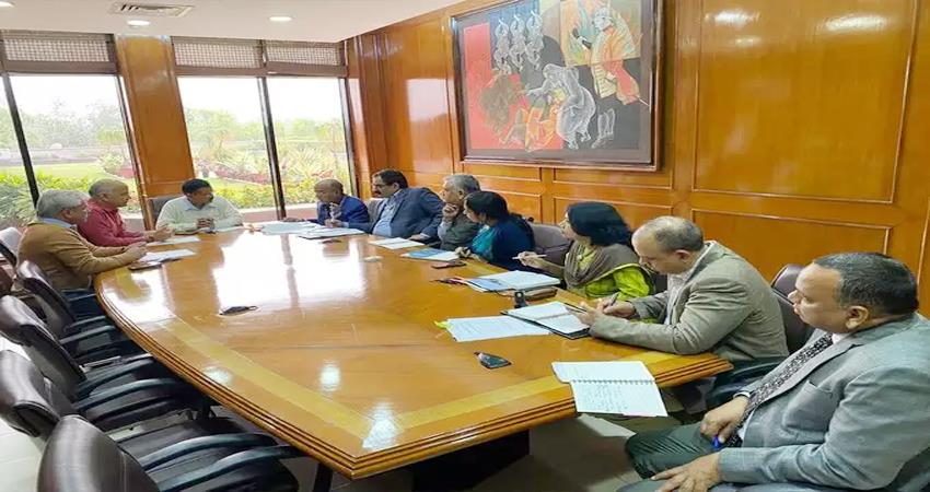 delhi cm arvind kejriwal high level meeting delhi violence