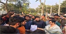 RDA को भंग करने की मांग को लेकर AMU में छात्रों का प्रदर्शन