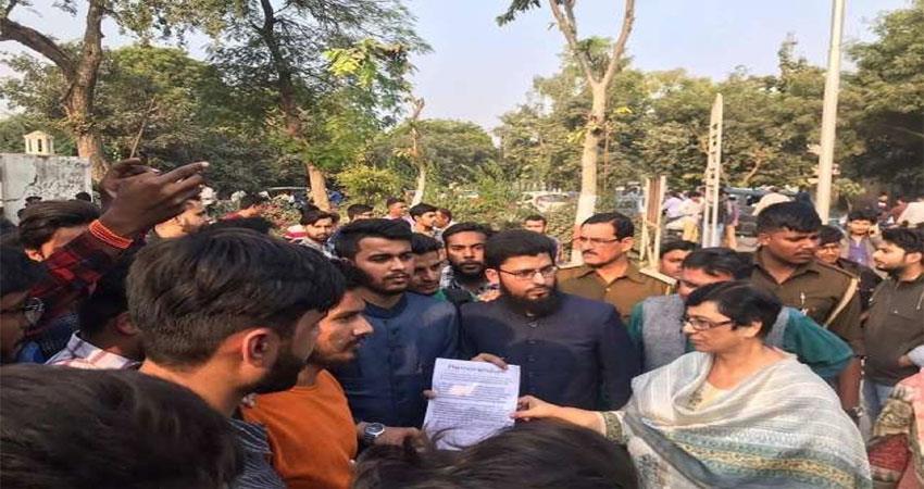 students demanding dissolution of RDA Aligarh RDA Amu