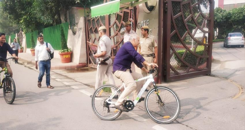 Manish Sisodia Commute to Office by Cycle during Odd Even