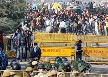 दिल्ली पुलिस की लोगों से अपील, छुट्टी के कारण घर से घूमने न निकले