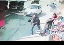 कश्मीर में दो पुलिसकर्मी हुए शहीद, CCTV फुटेज में AK-47 से गोली बरसाते दिखे आतंकी
