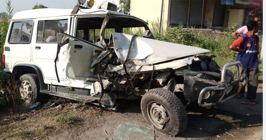 tractor-trolley-collided-with-tehsildar-s-vehicle-6-serious