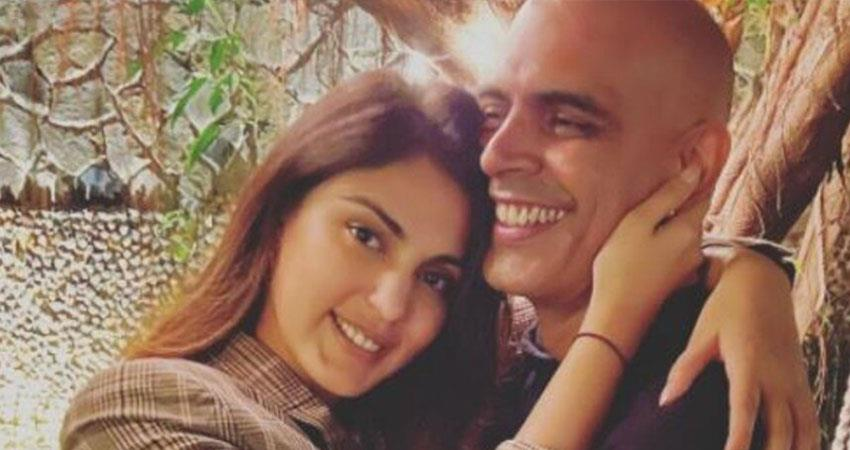 rajiv lakshman trolled for sharing picture with rhea chakraborty post anjsnt