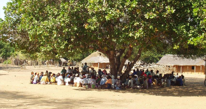 mobile-and-wearing-jeans-by-girls-banned-in-this-village-by-panchayat