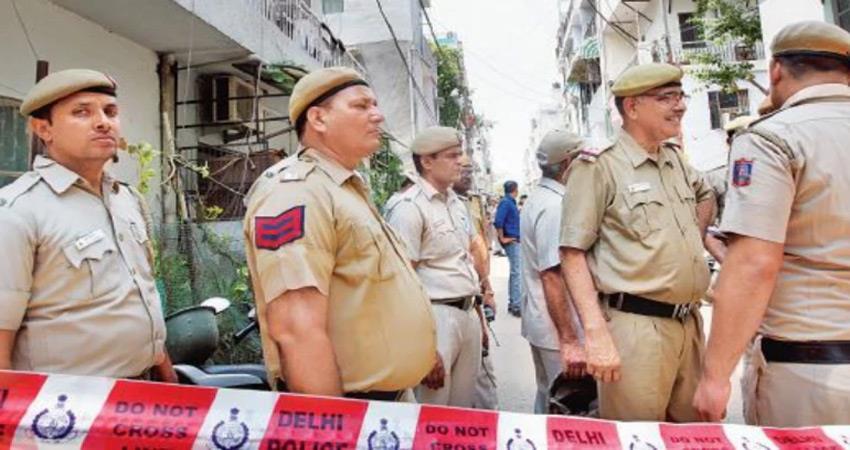 High speed car attack Police constable in aman vihar