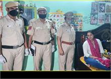 कोरोना की सुनामी में दिल्ली पुलिस बनी दीवार, बचा रही मरीजों की जान
