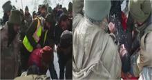 जम्मू - कश्मीर में बर्फबारी बनी आफत, रेस्क्यू जारी- 2 जवानों को जिंदा बचाया