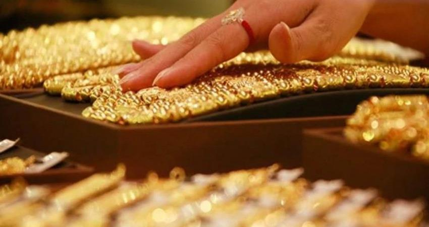 due to sluggish demand gold prices fall in futures trade