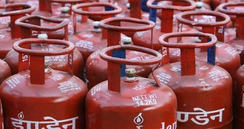 government-gives-holi-gift-gas-cylinders-cheaper