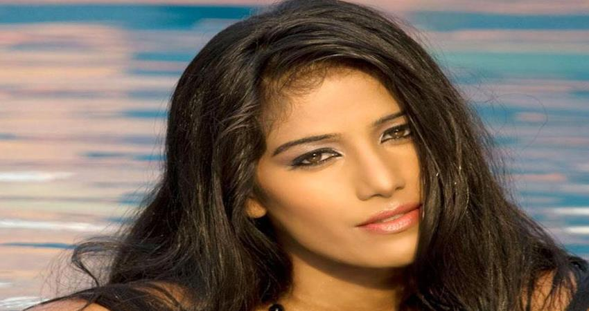 poonam-panday-share-topless-picture-on-social-media