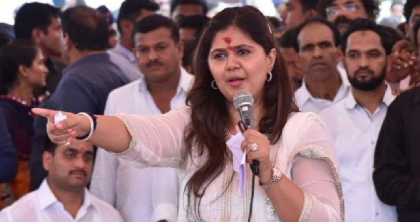 pankaja munde remove her bjp name from her bio on twitter after facebook