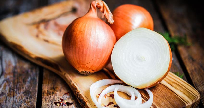 कच्चे प्याज के हैं कई फायदें, इन बीमारियों से दिलाता है छुटकारा -  consumption-of-raw-onions-has-many-advantages-relieves-them-of-these-diseases