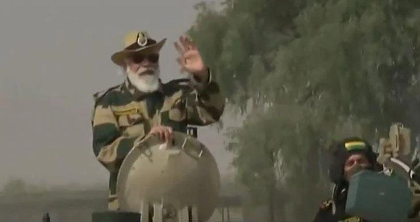 PM Modi rides tank in Jaisalmer attacks on expansionist thinking of China prshnt