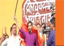 राज ठाकरे 'मराठी मानुष' से 'हिंदुत्व' की राह पर, बदला MNS का झंडा और नारा