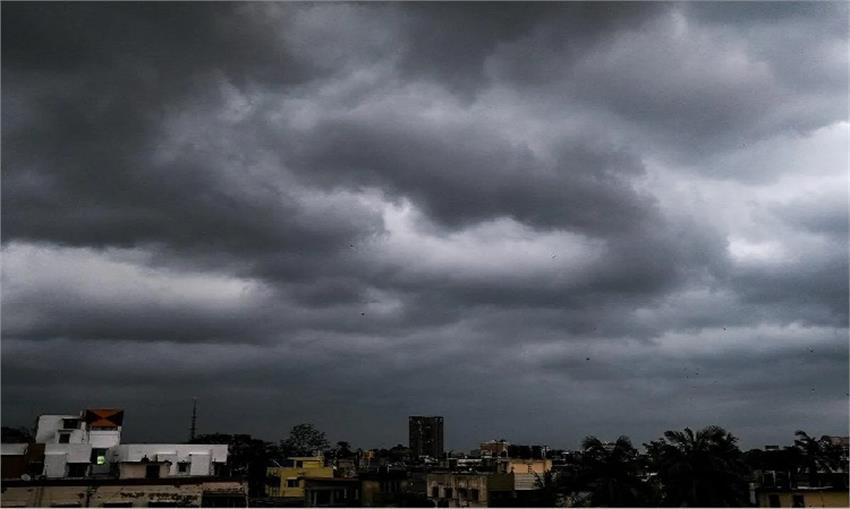 nisarg coming towards mumbai air port flights got cancelled vbgunt