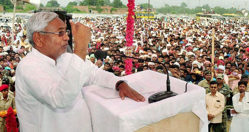 nitish target on tejaswi, told- women, backward neglecters musrnt