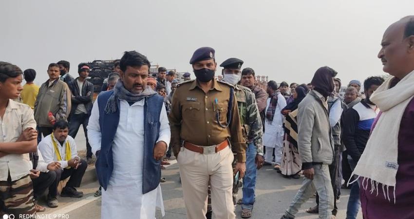 jdu leader brutally murdered criminals run on road and crushed by car prshnt