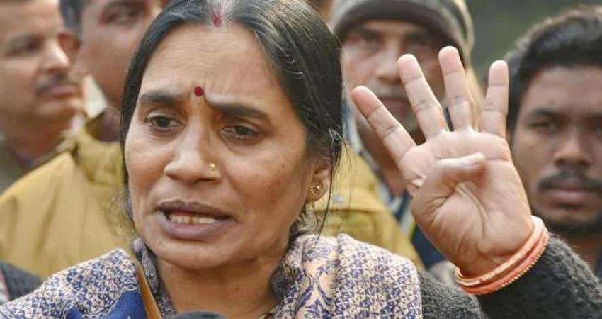 nirbhaya case asha devi crying aap and bjp politics appeals to narendra modi