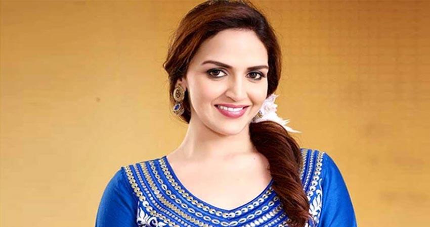 Bdy Spl: सौतेली बहन होने के बावजूद भी अपने भाइयों के चेहरे पर मुस्कान लाती  थीं ईशा देओल - esha deol birthday news in hindi