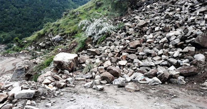 debris-on-hemkund-sahib-yatra-route-musrnt