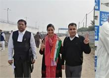 दिल्ली चुनाव: सादगी भरे अंदाज में अलका लांबा ने भरा नामांकन, कांग्रेस की ओर से साहनी को देंगी टक्कर