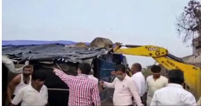 yogi govt bulldozer on illegally built rohingya camps in delhi kmbsnt