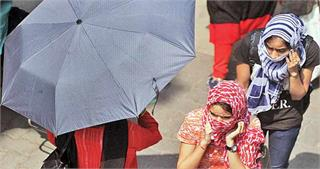 दिल्ली की सर्दी से ज्यादा खतरनाक है राजधानी की गर्मी, इन Tips से बचे बीमारियों से