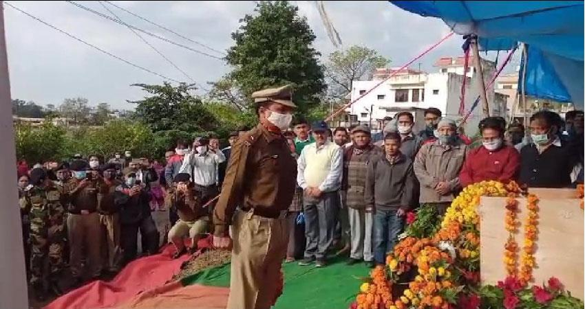people-bid-farewell-to-martyr-rakesh-doval-in-rishikesh-musrnt