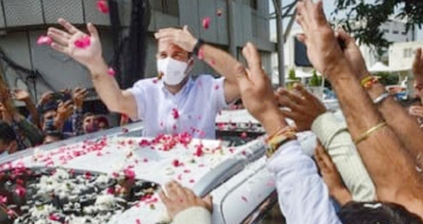 jammu-kashmir-congress-mps-reach-katra-will-start-vaishno-devis-walk-in-a-while-prshnt