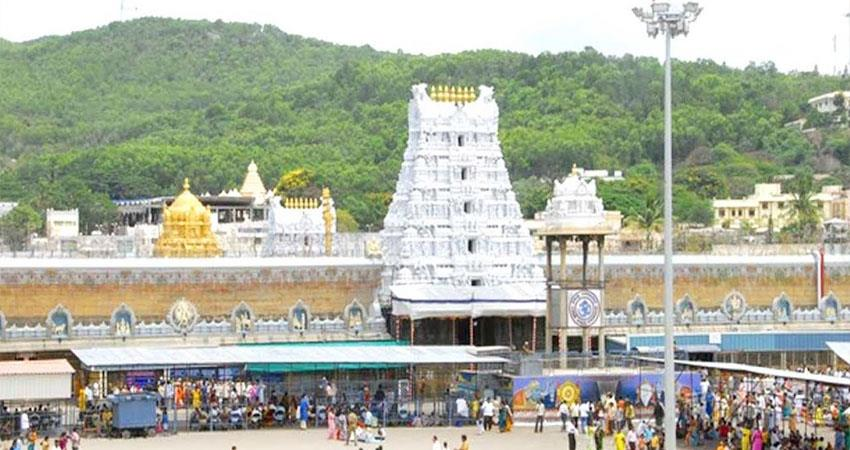 1300-employees-evicted-from-lord-s-house-in-lockdown-layoffs-in-tirupati-balaji-temple-prshnt