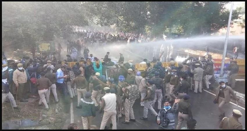 bhopal congress workers clashed with police lathis fiercely nailed water canon used prsgnt