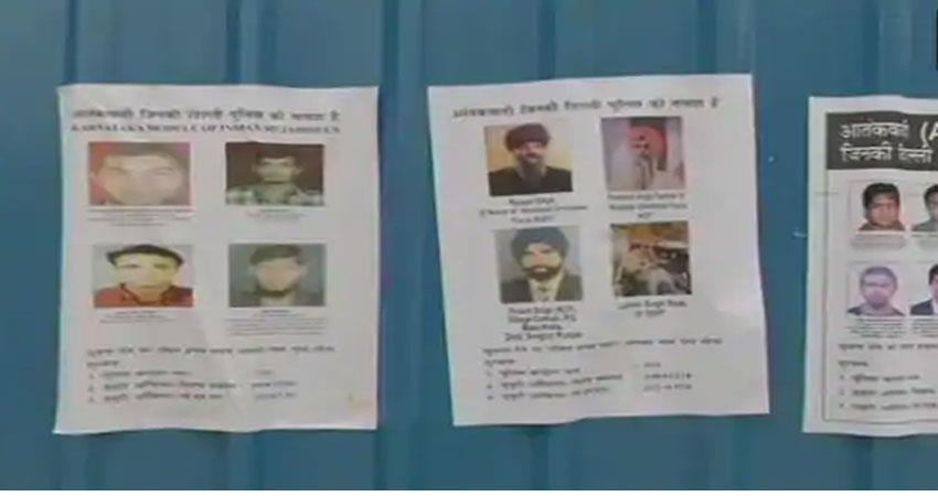 danger-in-delhi-terrorists-pasted-posters-to-target-26-january-albsnt