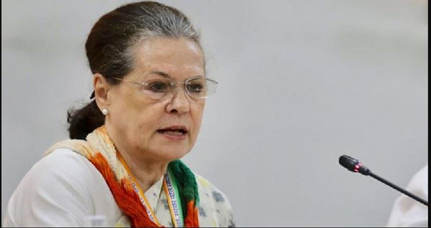 sonia-gandhi-attacks-centre-said-democracy-and-constitution-are-under-threat-prsgnt