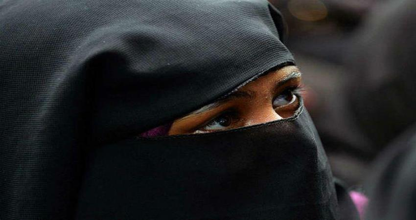 husband gives triple talaq on wife refusal to eat chewing gum