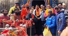 देवेंद्र चले नरेंद्र की राह, जानें महाराष्ट्र के सीएम ने कहां पहुंचकर मांगी जीत की मन्नत